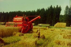 Pater Florian begeistert sich als Bub für Landmaschinentechnik
